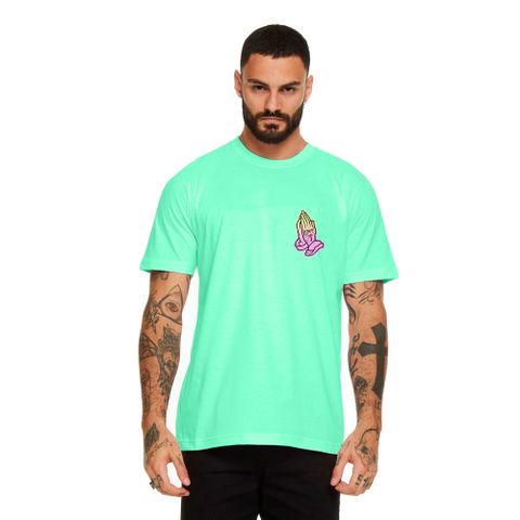 CAMISETA-MASCULINA-PRAY-FOR-WAVES---RED-NOSE-VERDE